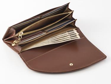 たっぷり収納で使い易い馬九行久金運財布